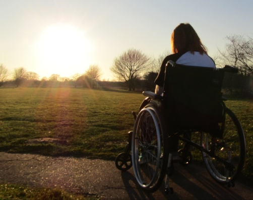 Ami in the sunshine offers tips on staying positive while in hospital, such as having a schedule, writing, and doing hobbies,